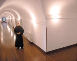 Vida monacal. Centro de espiritualidad en el claustro alto del monasterio de Yuso. / alfredo iglesias. / A.I.