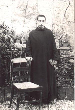 Luis Gonzaga Alesanco (padre León) San Millán de la Cogolla, 1882-Barcelona, 1936. Residió en varios monasterios y se dedicó al trabajo con enfermos . Desapareció el 30 de noviembre de 1936 y fue hallado asesinado.